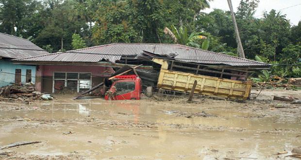 فيضانات بإندونيسيا وبنجلاديش.. وانهيار أرضي فـي اليابان