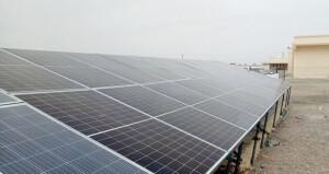 بتكلفة 27 ألف ريال عماني .. «نماء» تدعم مشروع إنشاء محطة لتحلية المياه بالطاقة الشمسية بأدم