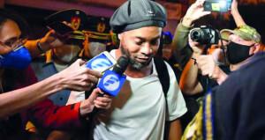 قاض في باراجواي يعلن السماح لرونالدينيو بالعودة إلى البرازيل مع دفع غرامات