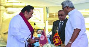رئيس وزراء سريلانكا يؤدي اليمين الدستورية