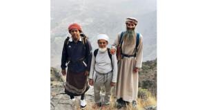 متجاوزا الثمانين من عمره .. صبيح الهنائي يبلغ قمة جبل شمس