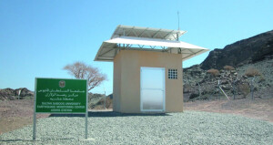 مركز رصد الزلازل بجامعة السلطان قابوس يستلم (10) محطات لرصد الحركة الزلزالية بالسلطنة من أصل (62) محطة