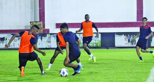 ظفار يواصل تدريباته استعدادا لمبارياته بالدوري وكأس جلالته