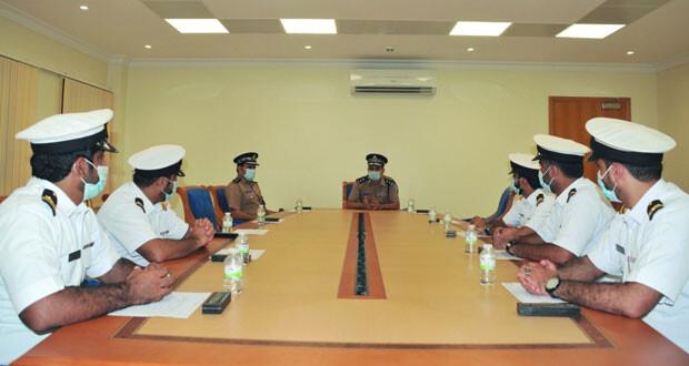 قيادة شرطة خفر السواحل تستقبل عددا من ضباط البحرية السلطانية العمانية