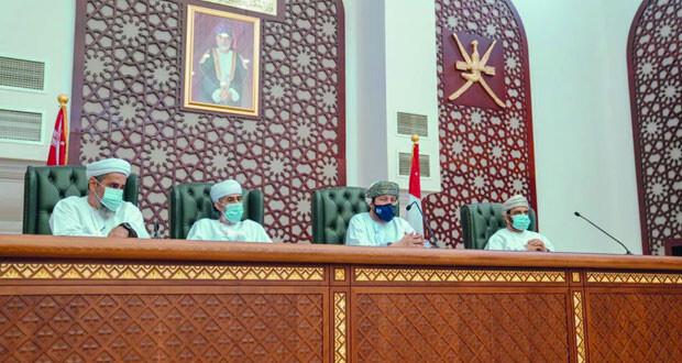 رئيس المحكمة العليا يطلع على سير العمل في مجمع محاكم مسقط