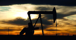 نفط عُمان يتراجع 86 سنتا والنفط ينزل في ظل ضبابية تكتنف تعافي الطلب