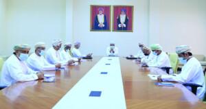 وكيل وزارة الثقافة والرياضة والشباب يجتمع مع رئيس اللجنة الأولمبية العمانية ورؤساء الاتحادات