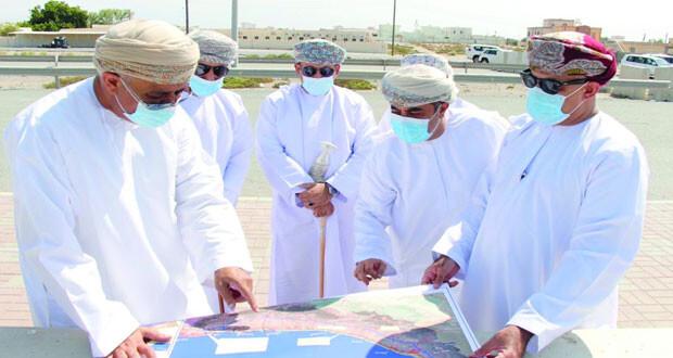 عدد من المسؤولين يتفقدون مراحل استكمال طريق الباطنة الساحلي وأعمال الإزالة والتعويضات