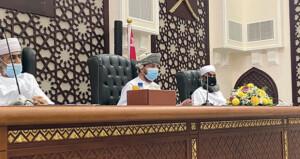 رئيس المحكمة العليا يزور دائرة الكاتب بالعدل ومجمع المحاكم بصحار