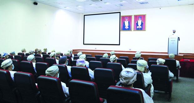وزارة الثقافة والرياضة والشباب تعقد لقاء تشاوريا مع رؤساء وممثلي الأندية بهدف متابعة البرامج والخطط بما يخدم قطاعات الثقافة والرياضة