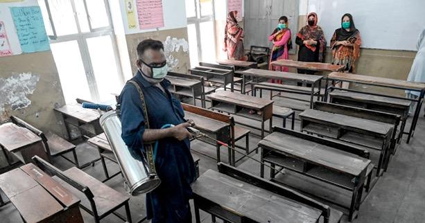 هل يعتبر فتح المدارس سببا رئيسيا وراء الارتفاع الكبير في الإصابات ؟