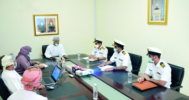 بحث أوجه التعاون بين البحرية السلطانية العمانية واللجنة الوطنية العُمانية للتربية والثقافة والعلوم