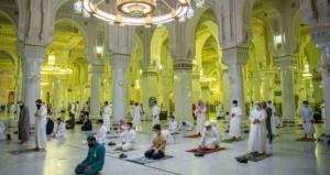 السماح بأداء الصلوات في المسجد الحرام