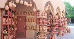الفخاريات .. حضور للوعي الإنساني التراثي بسوق نـزوى