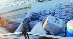 القبض على 19 شخصا على متن قاربي تهريب