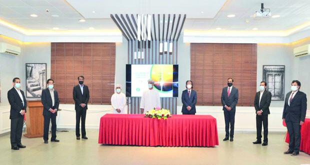 """""""العمانية لنقل الكهرباء"""" توقع 5 اتفاقيات لمشروع الربط الكهربائي في السلطنة بتكلفة 183 مليون ريال عماني"""