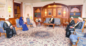 جلالة السلطان يمنح عددا من الأوسمة لشخصيات عمانية