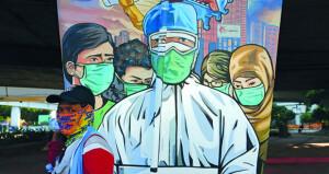 الصحة العالمية تشدد على ارتداء الكمامات بمناطق تفشي العدوى و بريطانيا توافق على استخدام طارئ للقاح «فايزر»