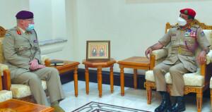 رئيس أركان قوات السلطان المسلحة يستقبل المستشار الخاص لوزارة الدفاع البريطانية لشؤون الشرق الأوسط
