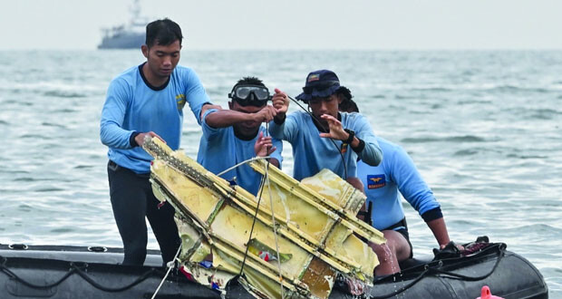 إندونيسيا: الطائرة المنكوبة تحطمت بفعل تأثير المياه