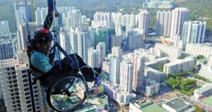 قعيد يتسلق ناطحة سحاب فـي هونج كونج