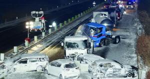 ثلوج اليابان تسقط عشرات الضحايا ..وتصادم أكثر من 130 سيارة