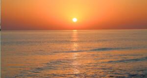 لقطات ترصد لحظة شروق الشمس في «فنس»
