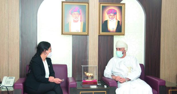 رئيس اللجنة العمانية لحقوق الإنسان يلتقي بممثلة اللجنة الدولية للصليب الأحمر بالسلطنة