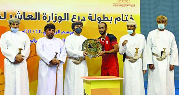 مسقط يحتفظ بلقب للمرة الثانية على التوالي ونادي عمان وصيفا واهلي سداب ثالثا في نهائي مثير لمسابقة درع الوزارة العاشرة لكرة اليد