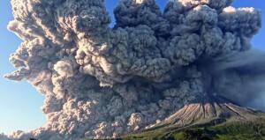 ثوران بركانين في إندونيسيا