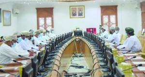 محافظ شمال الباطنة يطلع على متطلبات قرى ومناطق ولاية صحار