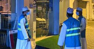 بلدية مسقط تكثف متابعة إغلاق الأنشطة التجارية بولايات المحافظة