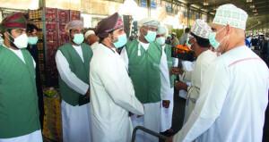رئيس هيئة حماية المستهلك يؤكد على توافر الخضراوات والفواكه خلال شهر رمضان خلال زيارته السوق المركزي بالموالح