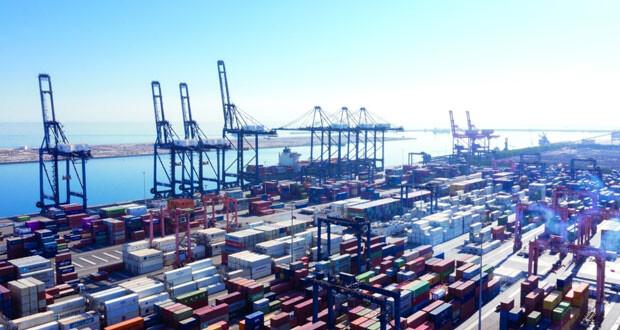 ارتفاع مناولة الحاويات بميناء صحار وتراجعها في صلالة