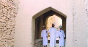 """أمجاد عُمان المسرحية تقدم """"مشاهد من إزكي"""" لتسليط الضوء على المعالم التراثية"""