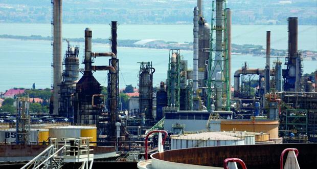 نفط عمان ينخفض 72 سنتا وأسعار الخام تهبط قرابة دولار