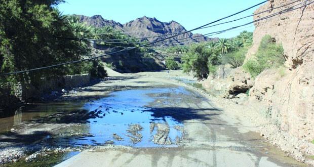 مطالب بإنشاء معابر لتصريف مياه الأودية والشعاب فـي مسار طريق بلاد الشهوم بعبري