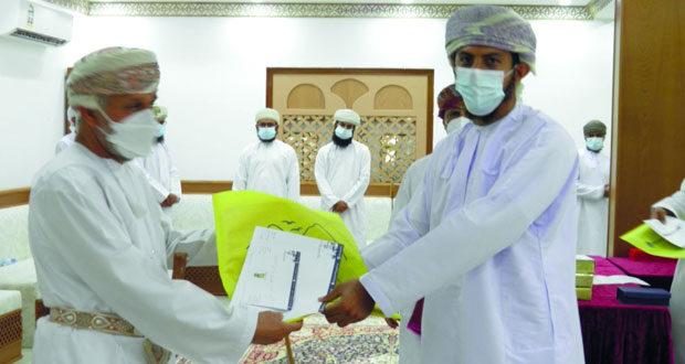 تكريم عدد من المتطوعين والمتطوعات المشاركين في تكريم وفيات (كورونا) بنخل ووادي المعاول