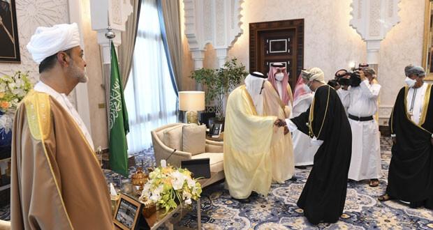 خادم الحرمين يُقيم مأدبة غداء رسميَّة على شرف أخيه جلالة السلطان