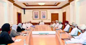 الجمعية العمانية التاريخية تناقش برنامج فعالياتها وإصداراتها العلمية