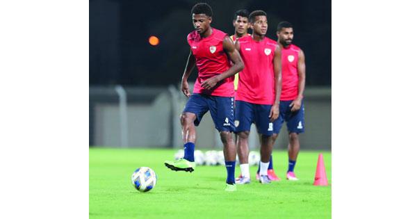 منتخبنا الوطني الأول لكرة القدم يستأنف تدريباته بمعسكره الداخلي قبل السفر إلى الدوحة