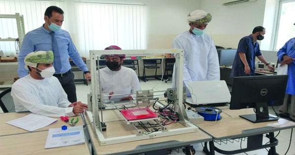 طلبة عمانيون يبتكرون طابعة ثلاثية الأبعاد