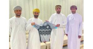 فريق المصنعة للدراجات الهوائية يدشن قميصه الجديد