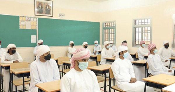 الطلاب على مقاعد الدراسة