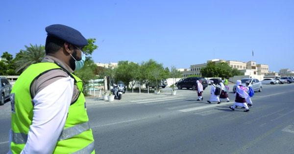 مع بدء العام الدراسي الجديد .. شرطة عمان السلطانية تكثف جهودها لتأمين انسياب حركة المرور