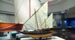 المتحف الوطني يعرض مجسم لسفينة «البغلة» البحرية من أسطول السلطان السيد سعيد بن سلطان البوسعيدي
