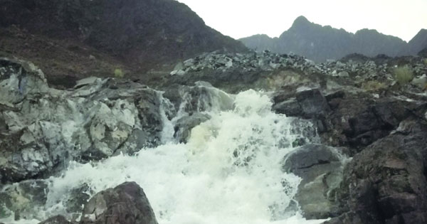 أمطار بالرستاق وجريان وادي كبيات بصحار