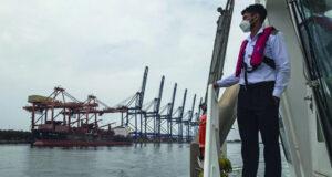 استئناف العمليات البحرية فـي ميناء صحار بشكل طبيعي