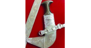 صياغة المشغولات الفضية .. موروث عماني أصيل