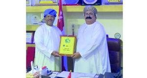 أحمد الخروصي يتوج بـ«الجائزة الدولية للحقوق الأساسية»